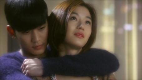 Back-Hug-Do Min Joon and Cheon Song Yi.png